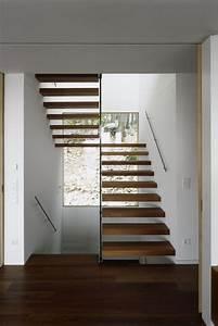 Treppenaufgang Außen Gestalten : die besten 25 treppenhaus ideen auf pinterest stiegen innen gel nder und ideen gel nder ~ Markanthonyermac.com Haus und Dekorationen