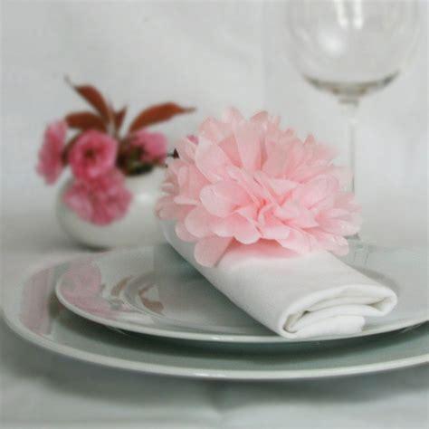 noeud de serviette pompon en papier deco de table mariages tables marque place