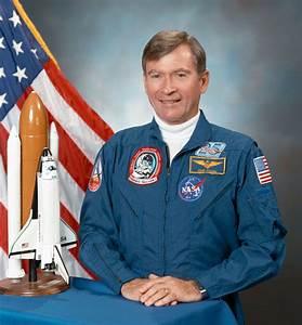 Legendary astronaut John W. Young dies – Spaceflight Now