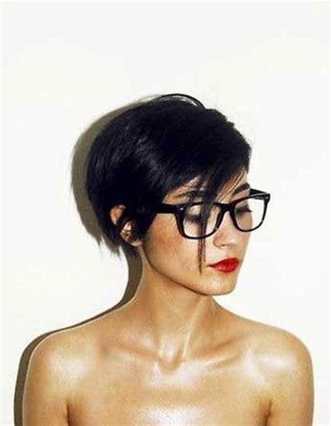 coupe de cheveux court femme moderne 2016