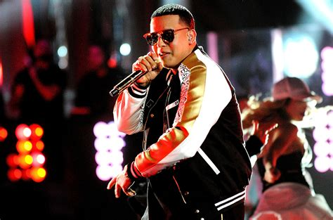 Daddy Yankee Celebrates 'shaky Shaky' Hitting No. 1 On Hot