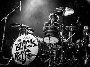 "The Black Keys ""Tighten Up"" (2010) - YouTube"