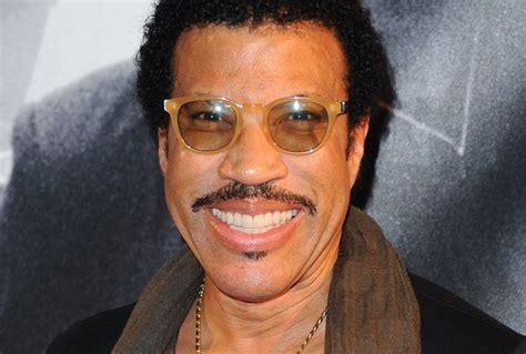 Watch Lionel Richie, Jimmy Fallon Reimagine 'hello' Video