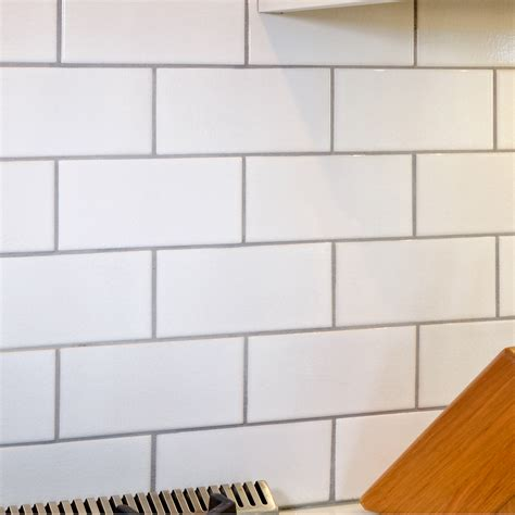 crackled white 3 x 6 x 3125 subway tile with delorean