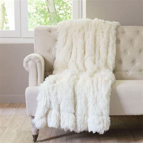 maison du monde plaid en fausse fourrure blanc 130 x 170 cm val thorens 69 99 plaids