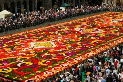 le tapis de fleurs sur la grand place de bruxelles