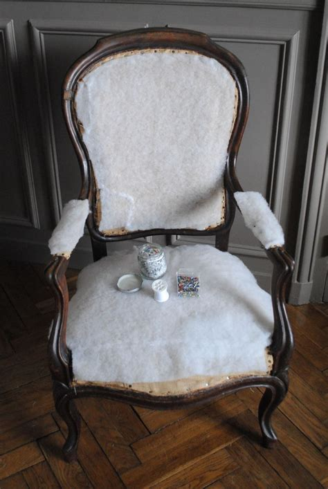 1000 ideas about retapisser un fauteuil on retapisser une chaise capitonnage and