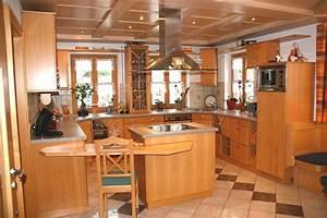 Küchen In Holzoptik : k chenbau ~ Markanthonyermac.com Haus und Dekorationen