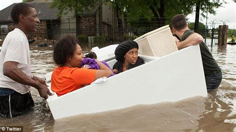Inflatable Boats Houston by Texas Midwife Stranded By Houston Flooding Uses Inflatable