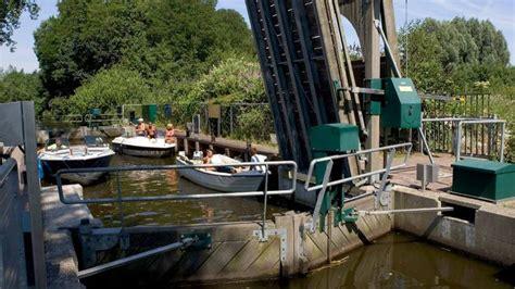 Loosdrecht Plassen by Boot Huren Loosdrechtse Plassen