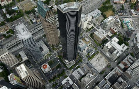 columbia center sells to hong kong company for 711