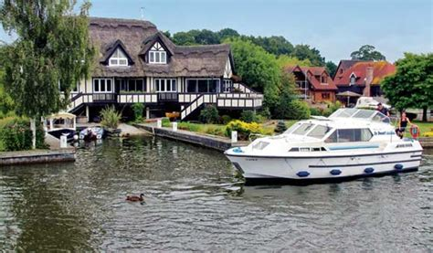 Holiday On A Boat Uk by Uk Boating Holidays And Canal Boat Vacations
