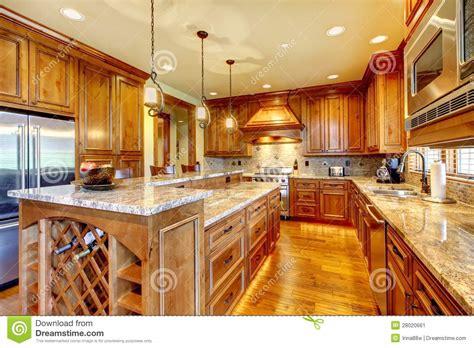 cuisine en bois de luxe avec la partie sup rieure du comptoir de granit image stock image
