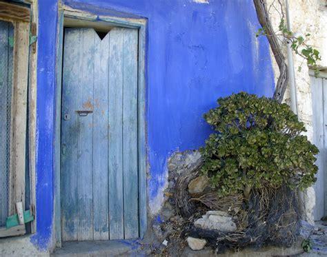 c est une maison bleue photo de alentours ierapetra