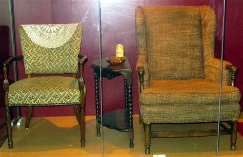 edith archie bunker s chairs