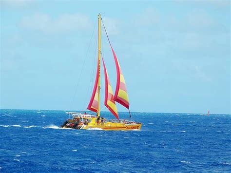 Makani Catamaran Sail Hawaii by ハワイ ヨットセーリングで楽しむ海からのワイキキの絶景 Petite New York