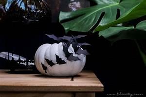 Gruselige Halloween Deko : gruselige halloween deko selber machen verziere k rbisse mit papier flederm usen f r ~ Markanthonyermac.com Haus und Dekorationen