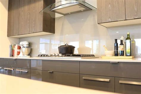 Glass Backsplash Is A Trendy, Lowmaintenance Choice For