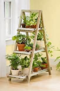 bricolage de jardin 233 tag 232 re porte plantes en vieil escabeau escabeau en bois escabeaux et en