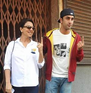 Ranbir Kapoor with mother Neetu Kapoor snapped at polling ...