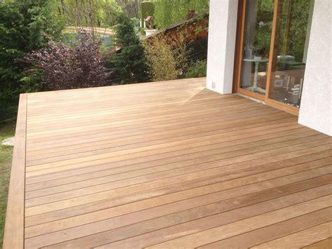 terrasse en bois exotique ip 233 sur pilotis et escalier