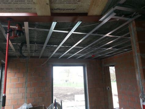 pin metal stud plafond on