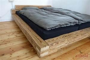 Bett Selber Bauen Holz : bett aus handgehackten altholz balken diy pinterest altholz bett und schlafzimmer ~ Markanthonyermac.com Haus und Dekorationen