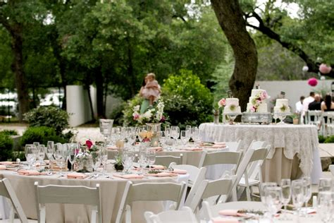 How To Decorate Outdoor Wedding