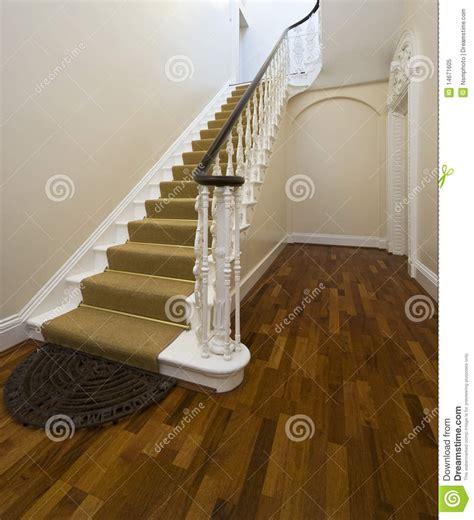 d entr 233 e historique avec l escalier de cru photo libre de droits image 14671605