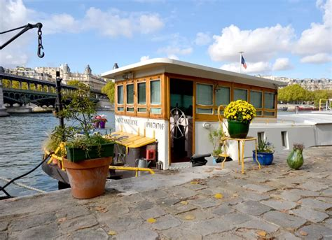 Houseboats Paris by Parisian Houseboat On Airbnb 16 Vacation Homes You Can