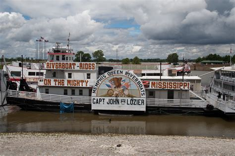 Mississippi Queen Riverboat Cruises by File Riverboat Cruises Memphis Queen Riverboat Memphis
