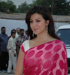 Welcome to Tollywood: KARISHMA KOTAK TO PAIR WITH VENKATESH