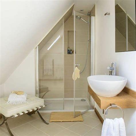 une salle de bain sous pente ou sous combles en 52 photos photos et design