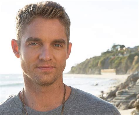 5 Quick Brett Young Facts