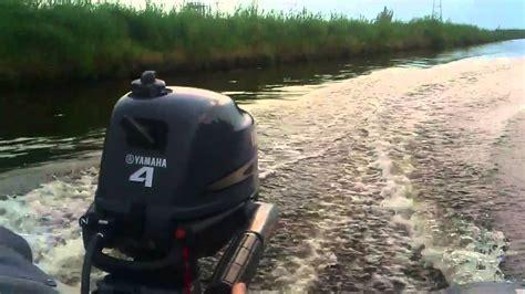 Buitenboordmotor Pk Snelheid by Yamaha 4 Pk 4 Takt Achter Een Bluebay 330 Youtube