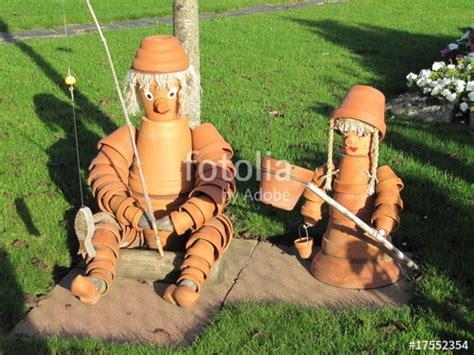 quot personnages r 233 alis 233 s avec des pots de fleur quot photo libre de droits sur la banque d images