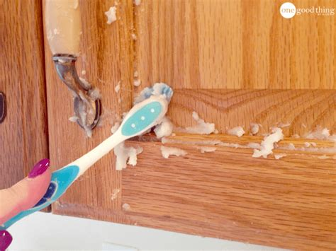 How To Clean Grimy Kitchen Cabinets With 2 Ingredients