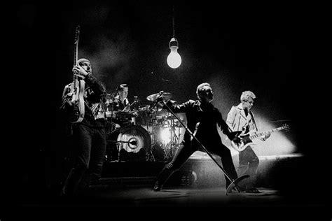 U2、最新ワールド・ツアーよりパリ公演が映像化