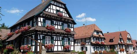 les maisons traditionnelles alsaciennes agence briques en stock