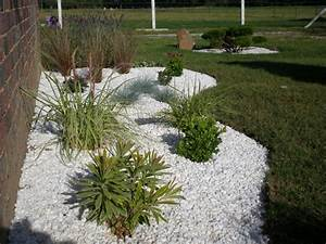 Graminées Et Galets. idee de massif de jardin. design jardins ...