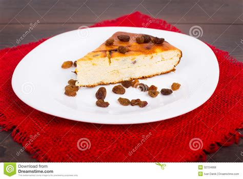 tarte de fromage blanc avec des raisins secs photos libres de droits image 32724668