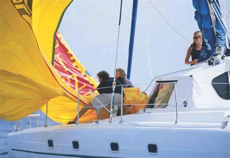 Monohull Catamaran by Sailhandling Monohull Vs Multihull Catamarans Guide