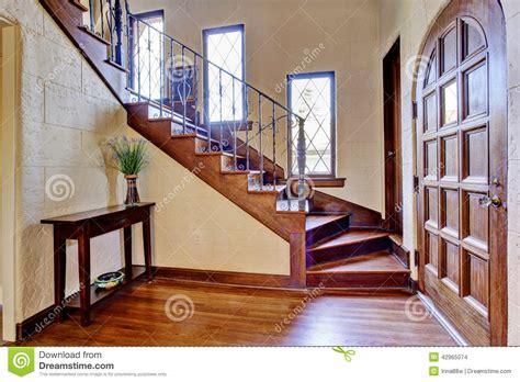 int 233 rieur de luxe de maison couloir d entr 233 e avec l escalier photo stock image 42965074