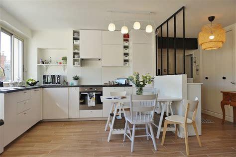 cuisine blanche ouverte sur le salon salle 224 manger entr 233 e verri 232 re atelier suspension