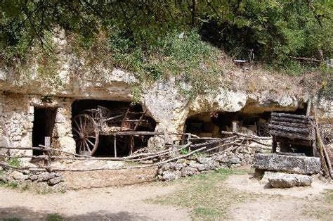 a troglodyte farm dwelling photo de la vall 233 e troglodytique des goupilli 232 res azay le rideau