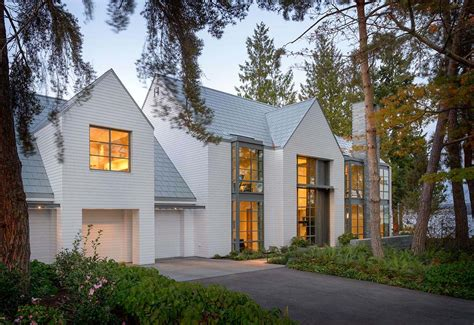 House Style : Contemporary Shingle Style House On The Shores Of Lake