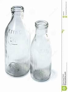 Leere Flaschen Für Likör : leere flaschen milch lizenzfreies stockbild bild 6685676 ~ Markanthonyermac.com Haus und Dekorationen