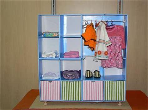 L'armoire Pour Vêtements De Poupée