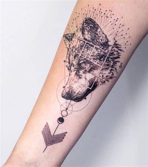 tatouage femme un tatouage de loup sur l avant bras tatoo and tatoos