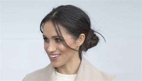 5 Simple Steps To Achieving Meghan Markle's Signature Hairstyle Bridal Hairstyles Upstyle Long Bangs For Straight Hair Best Short Rectangular Faces Revo Super Styler Rotating Brush Reviews Can You Dye Brown Grey Without Bleach Cute Easy Ways To Style Images 2016 Wavy With And Layers